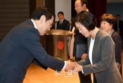 이용섭 광주광역시장, 4월의 공무원 시상