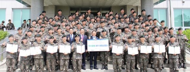 농협경제지주, 육군 31사단에 장병 희망도서 2500권 기증