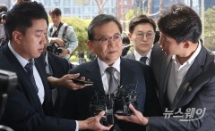 '뇌물수수·성범죄 의혹' 김학의 구속 사흘만에 첫 소환