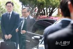 """檢, 김학의 '추가 뇌물' 정황 포착…""""저축은행서 억대 금품 받아"""""""