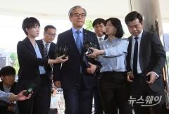 '결함은폐 의혹' 김효준 BMW그룹코리아 회장 경찰출석