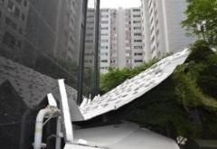 '강풍'에 서초동 아파트 외장재 추락…승용차 2대 일부 파손