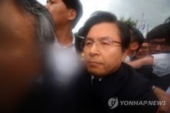 황교안, 5·18민주화운동 기념식 참석…'임을 위한 행진곡' 제창