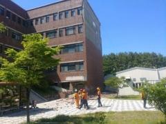 부산대 미술관 외벽서 벽돌 떨어져…미화원 1명 사망