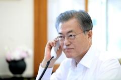 문 대통령 국정지지도 52.4%…7개월여만에 최고치