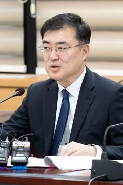 """손병두 """"실손보험료 차등제 검토…비급여 관리 강화해야"""""""