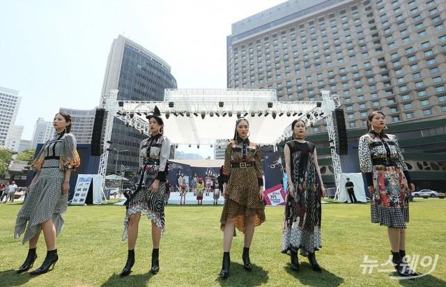 [NW포토]서울광장 5월 스트리트 패션쇼