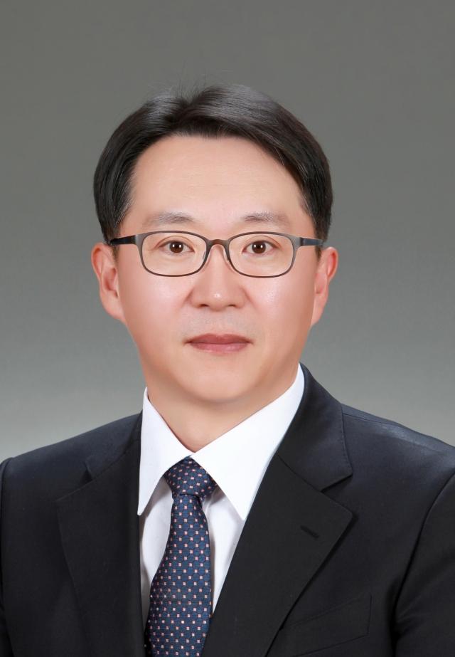 [He is]신임 국세청장 김현준···중요보직 거친 일벌레