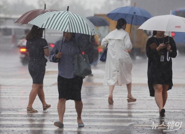 남부 최대 150mm 폭우…서울은 '폭염' 지속