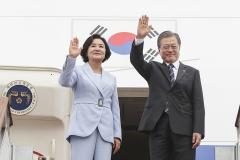 문 대통령, 공식 일정 돌입…정상회담 후 공동 기자회견