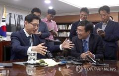 '文의 남자' 양정철·김경수 만남…선거 질문엔 말 아껴