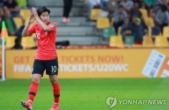 '에이스' 이강인, 아시아 선수 최초로 골든볼 수상…2골 4도움