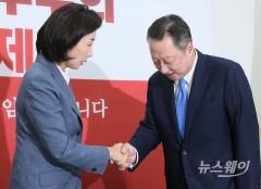 자유한국당 예방한 박용만 대한상의회장