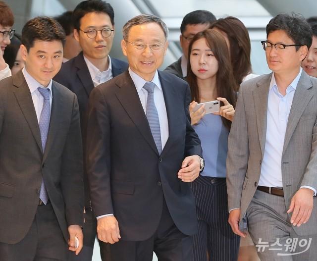 [NW포토]민관합동 5G+ 전략위원회 참석한 황창규 회장
