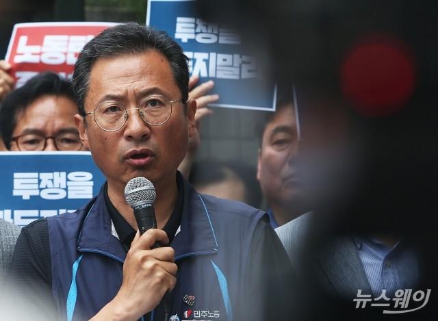 [NW포토]구속영장청구에 입장 밝히는 김명환 위원장