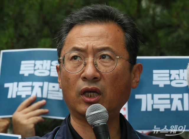 [NW포토]김명환 민주노총 위원장, '투쟁을 가두지 말라!'
