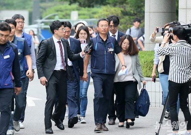 [NW포토]구속영장실질심사 출석하는 김명환 민주노총 위원장