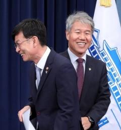 """김상조 정책실장 """"경제정책 일관성·유연성 조화시켜야"""""""
