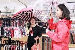 광주신세계, 장마 시작···우산 챙기세요