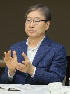 """홍남기 """"분양가상한제 적용시기·방법, 현재로선 밝히기 어렵다"""""""