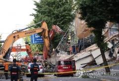 잠원동 5층 건물 철거중 붕괴로 1명 사망…30t 잔해 차 3대 덮쳐