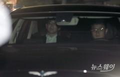 회동 마치고 나오는 손정의 소프트뱅크 회장과 총수들