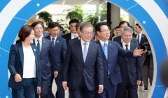 文대통령, 전남 주민들과 소통…'호국정신' 강조
