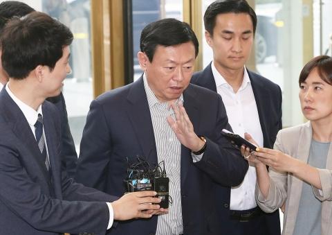 롯데 사장단 회의 4일째…'초격차 대응' 주문한 신동빈 회장