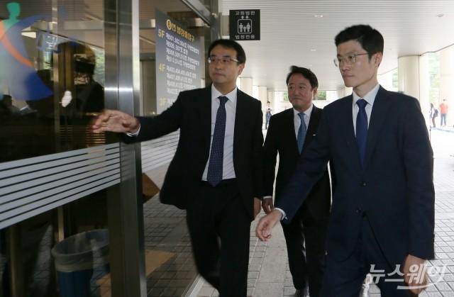 [NW포토]'상속 차명주식 은닉' 이웅열 전 코오롱그룹 회장, 선고공판 출석