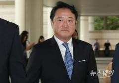 이웅열 전 코오롱 회장 '차명주식' 선고공판 출석