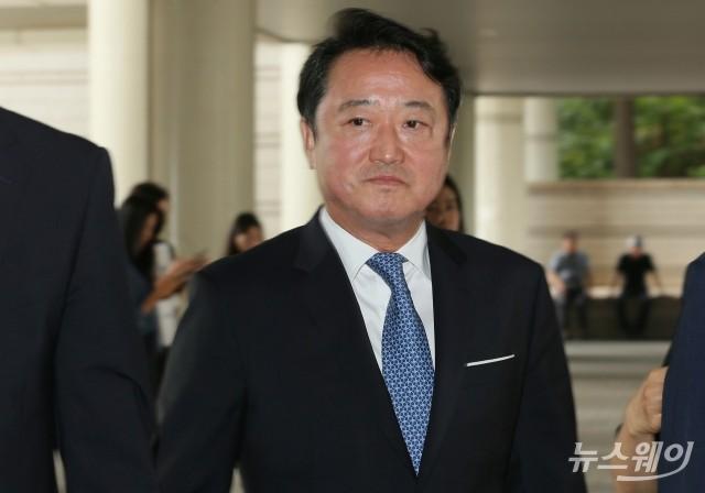 [NW포토]이웅열 전 코오롱 회장, 1심 선고공판 출석