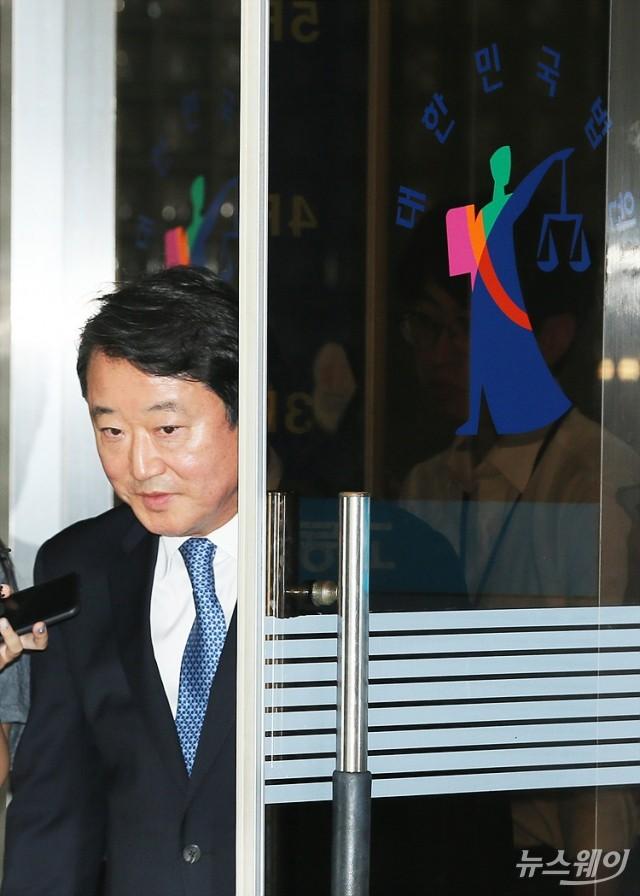 [NW포토]'차명주식 은닉' 이웅열 전 코오롱 회장,  벌금 3억원 선고