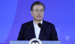 """문 대통령 지지도 45.2%…""""조국 장관 임명 여파로 하락"""""""