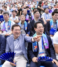 이용섭 조직위원장, 김영록 전남도지사와 경영경기 관람