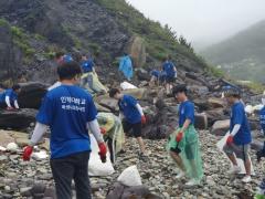 인하대, 대청도 해변가 쓰레기 수거...'플라스틱 프리 챌린지' 캠페인도