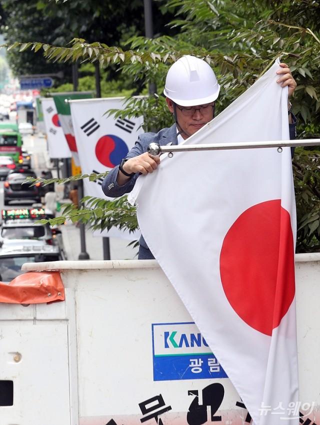 [NW포토]강남구 일대 만국기에서 '일장기' 철거