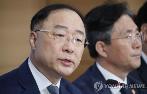 """홍남기 """"내년 국가채무비율 39% 후반될 것"""""""