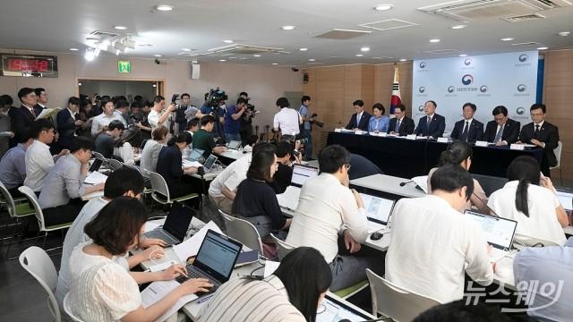 [NW포토]'일본의 수출규제 보복조치 관련 정부입장 브리핑'
