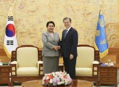 문 대통령, 방한 우즈벡 상원의장 접견…양국 협력 증진 방안 논의