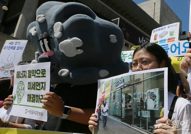 [NW포토]'개문냉방 단속' 촉구하는 시민단체들