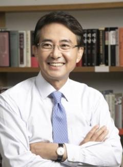 홍석조 BGF 회장, 5억1800만원 수령