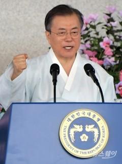 """문 대통령 """"책임있는 경제강국 길 걸어갈 것""""(종합)"""