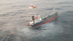 """제주 남서쪽 해상서 1800톤 유조선 침수…해경 """"선원 13명 전원 구조""""(종합)"""