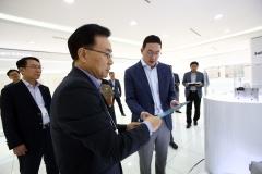 """구광모 """"소재·부품 경쟁력 확보는 LG의 미래"""""""