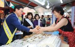 김대권 수성구청장, 추석맞이 전통시장 장보기 행사 가져