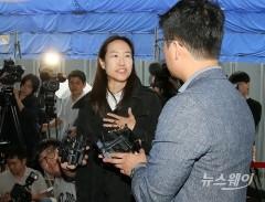 보복운전 혐의 최민수 재판 참석하는 강은주