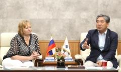 송한준 경기도의회 의장, 러시아 스베르들롭스크주(州) 노련과 노동권 강화 협력