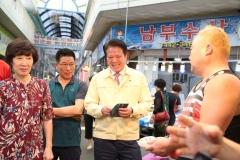 """최대호 안양시장 """"전통시장 살아야 지역경제도 활기""""…추석맞이 전통시장 투어"""