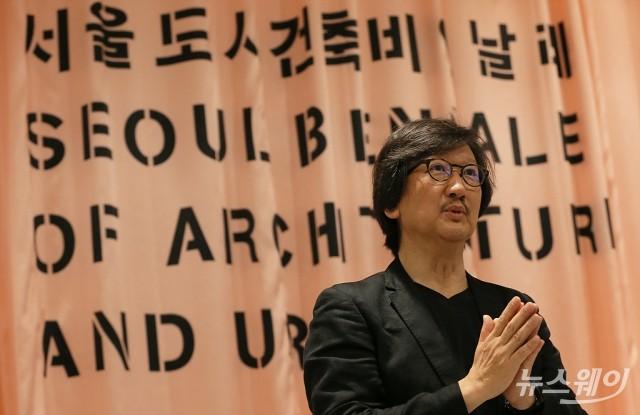 [NW포토]'서울도시건축비엔날레'소개하는 임재용 총감독
