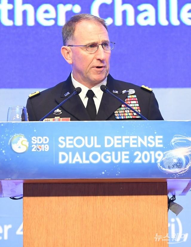 [NW포토]'서울안보대화' 환영만찬서 인사말하는 에이브럼스  한미연합사령관